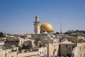Chcesz spędzić Boże Narodzenie w Jerozolimie? Sprawdź tanie loty do Tel Awiwu na święta
