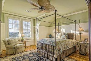 Oświetlenie do sypialni. Jak wybrać i na co zwrócić uwagę?