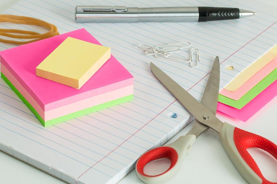 Jak zadbać o porządek na biurku?